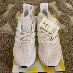 adidas Ultra Boost 4.0 Triple White Size 9.5 NEW